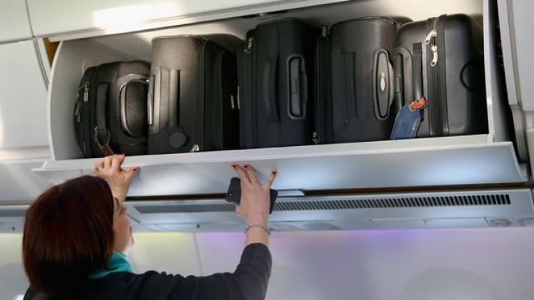 handbagage medresenärer på flyget