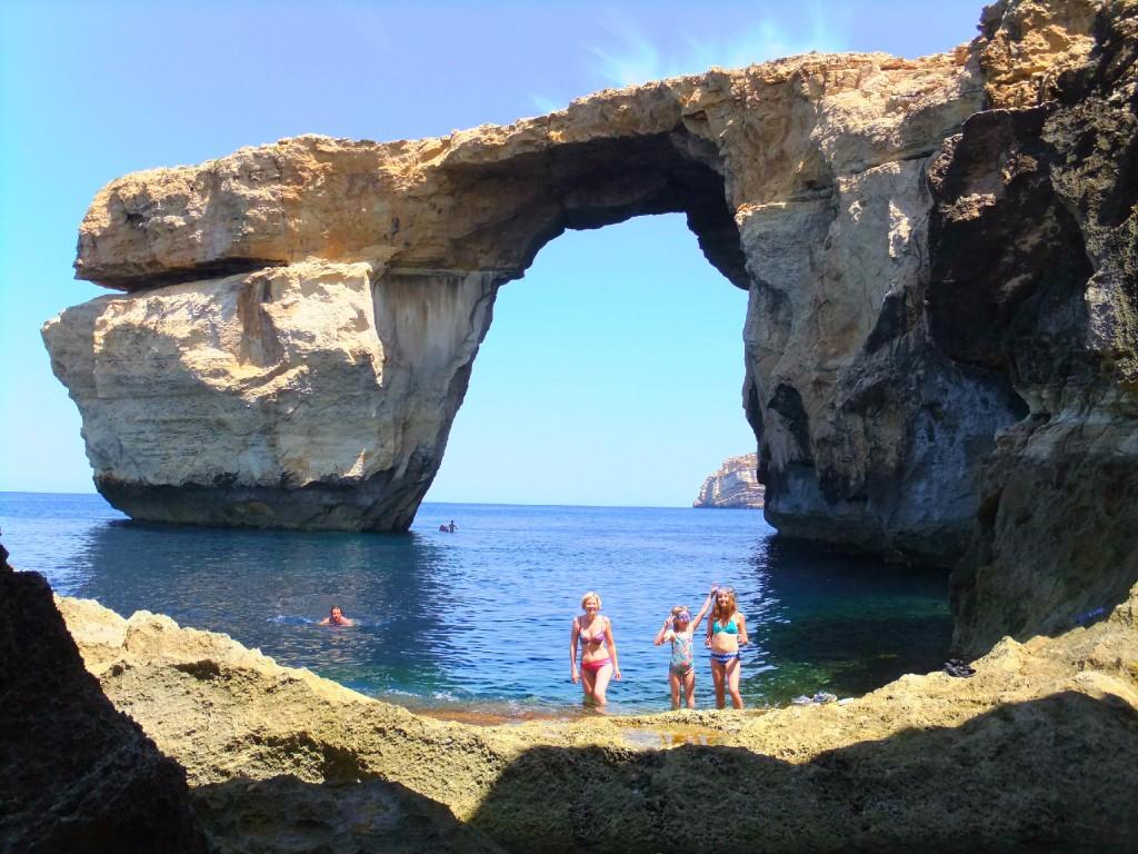 Världen har fått en sevärdhet mindre – Azure Window på Gozo har rasat