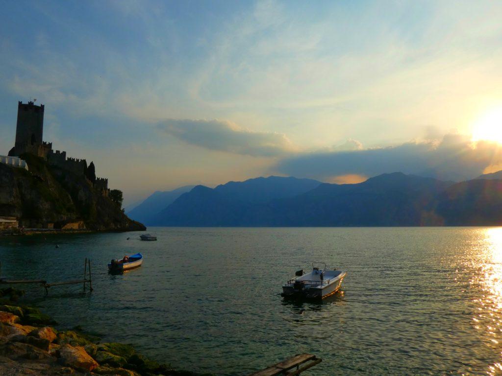Gardasjöns mysigaste städer Malcesine