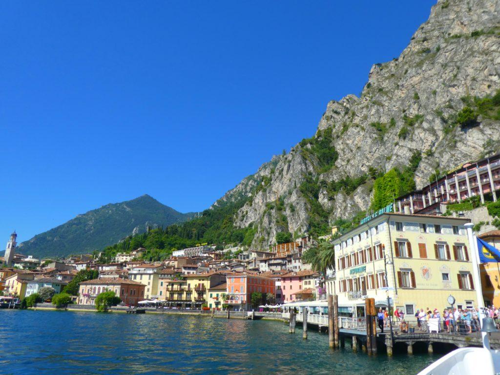 Gardasjöns mysigaste städer Limone sul Garda