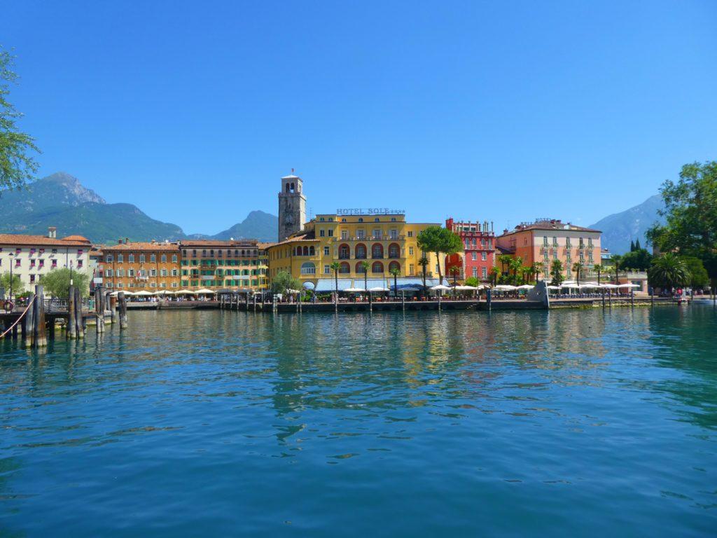Gardasjöns mysigaste städer Riva del Garda
