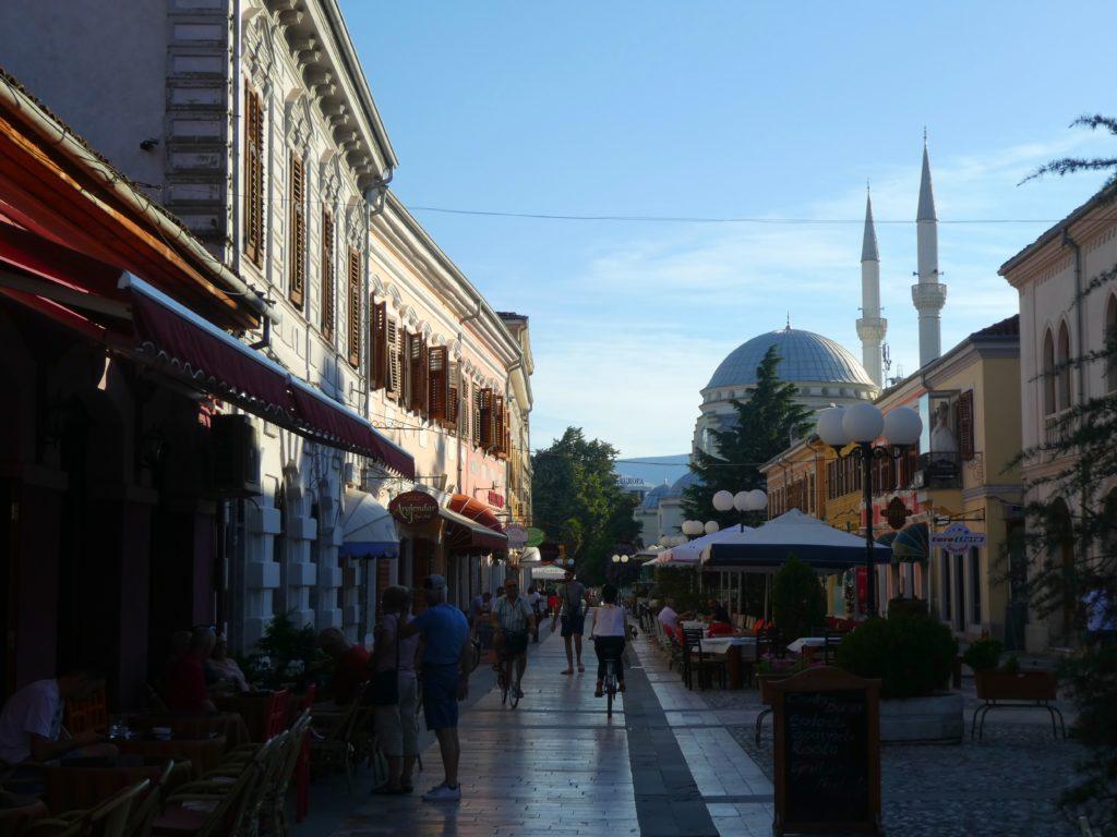 hyra bil i Albanien