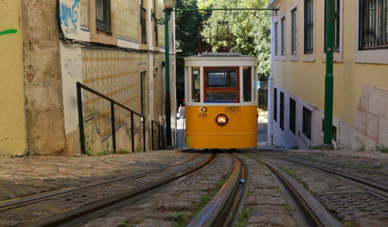 Här kommer alla Lissabons spårvagnar på en och samma gång