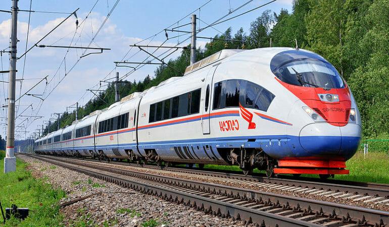 Tema skippa flyget: Omöjligt kamikazeuppdrag eller åtminstone ett rejält äventyr att åka tåg från Umeå till St Petersburg