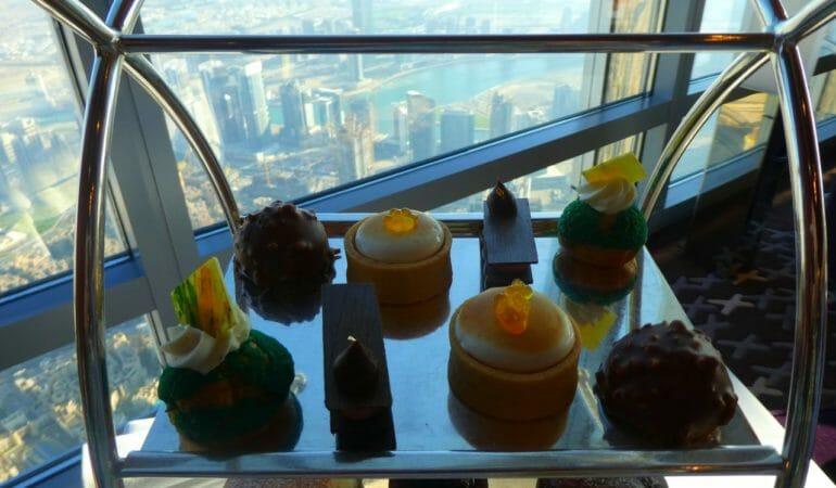 Världens högsta Afternoon Tea i Burj Khalifa – Atmosphere Armani Hotel