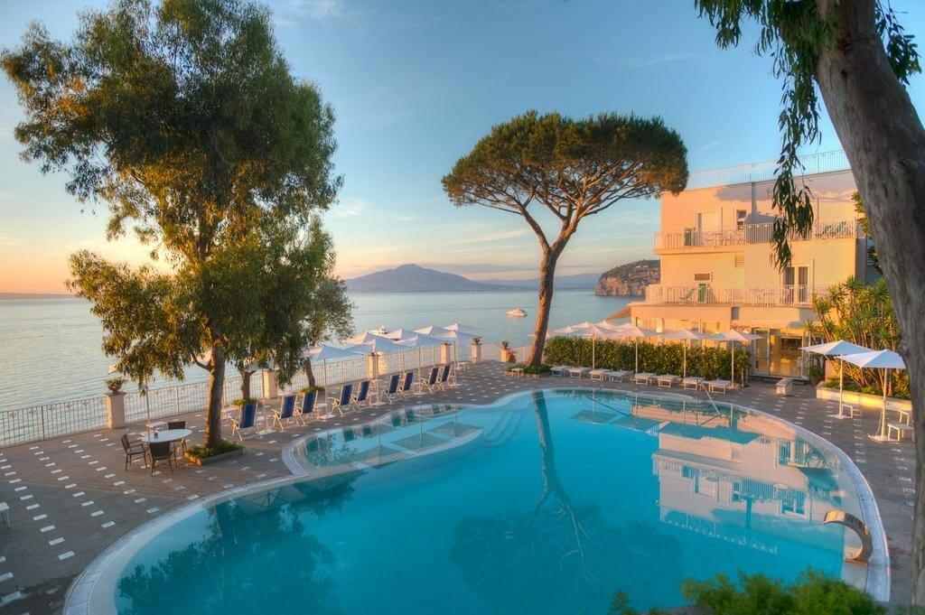 Var ska man bo längs Amalfikusten