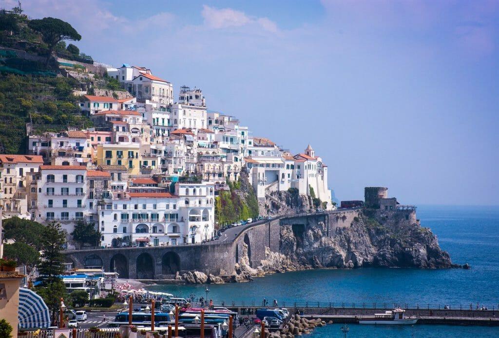 Var ska man bo längs Amalfikusten?