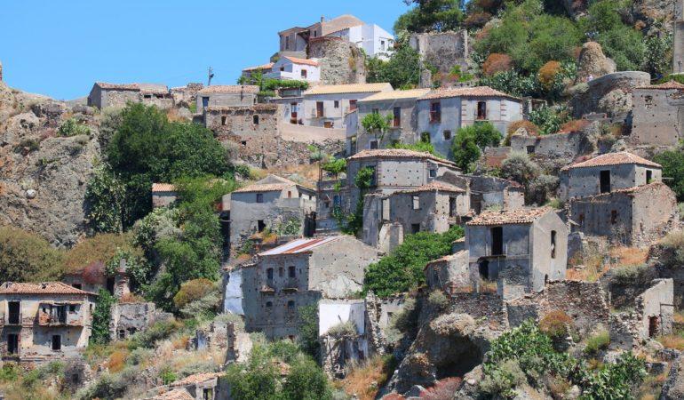 Pentedattilo – italiensk spökstad, pingstpastor och lite Edith Södergran på det
