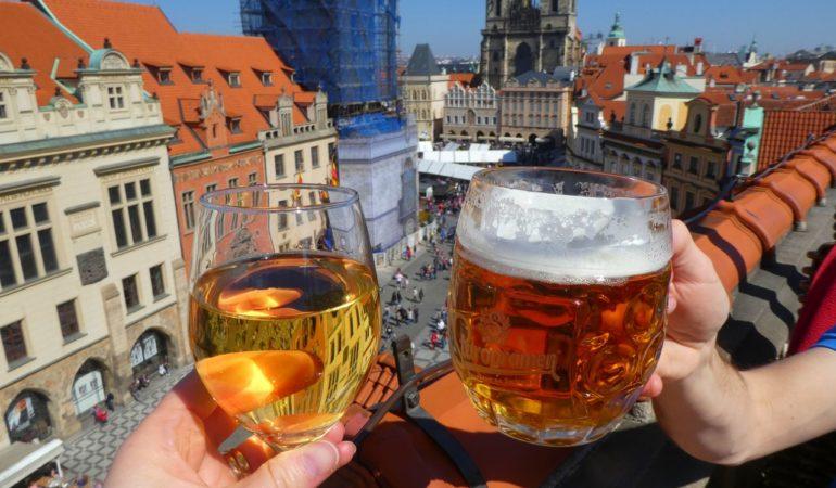 Bästa utsiktspunkterna i Prag – vyer, taknockar och till och med en öl