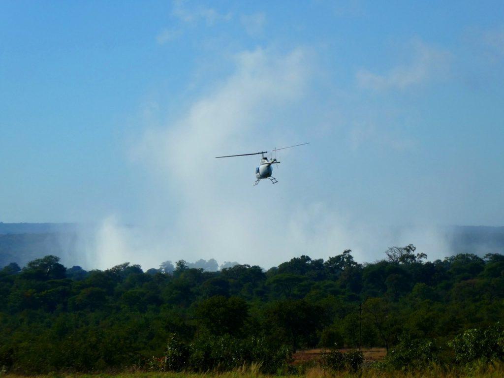 Helikopter över Victoriafallen