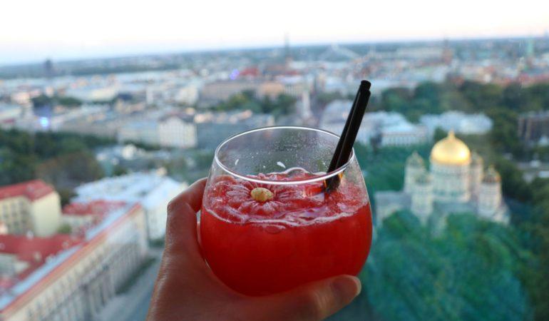 Bästa utsiktspunkterna i Riga – kyrktorn, skybars och bröllopstårtor