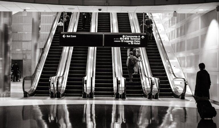 Allt du alltid velat veta om flygplatsens säkerhetskontroll – och några frågor till för säkerhets skull