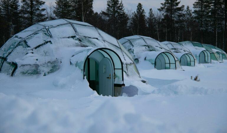 Kakslauttanen Arctic Resort: Hur är det att bo i en glasigloo i norra Finland? – och får man se norrsken?