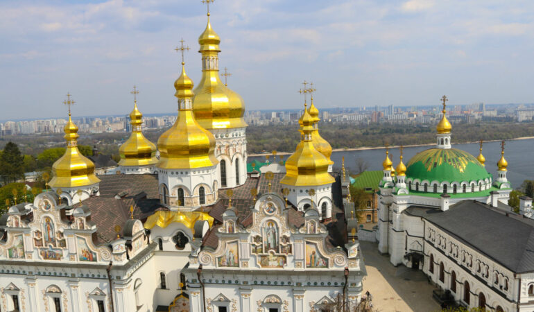 Min heldag i Kiev – lökkupoler, vigvatten och presidentval
