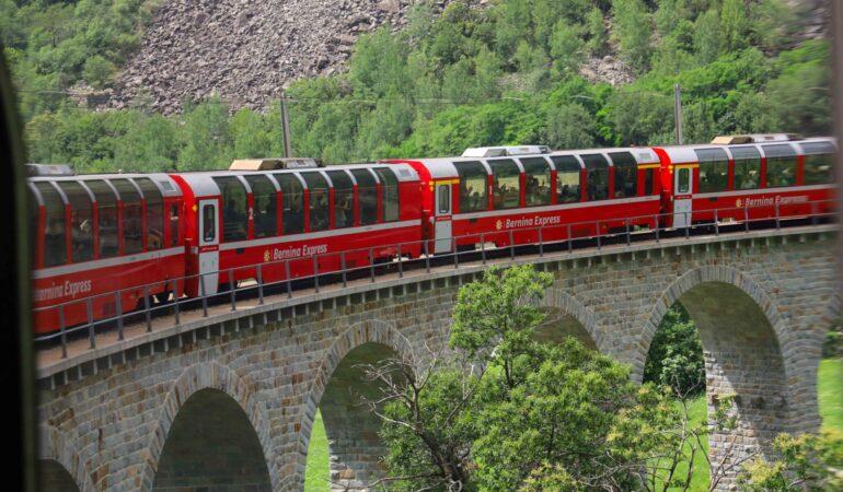Att åka panoramatåget Bernina Express – konsten att korsa Alperna med lite stil och klass
