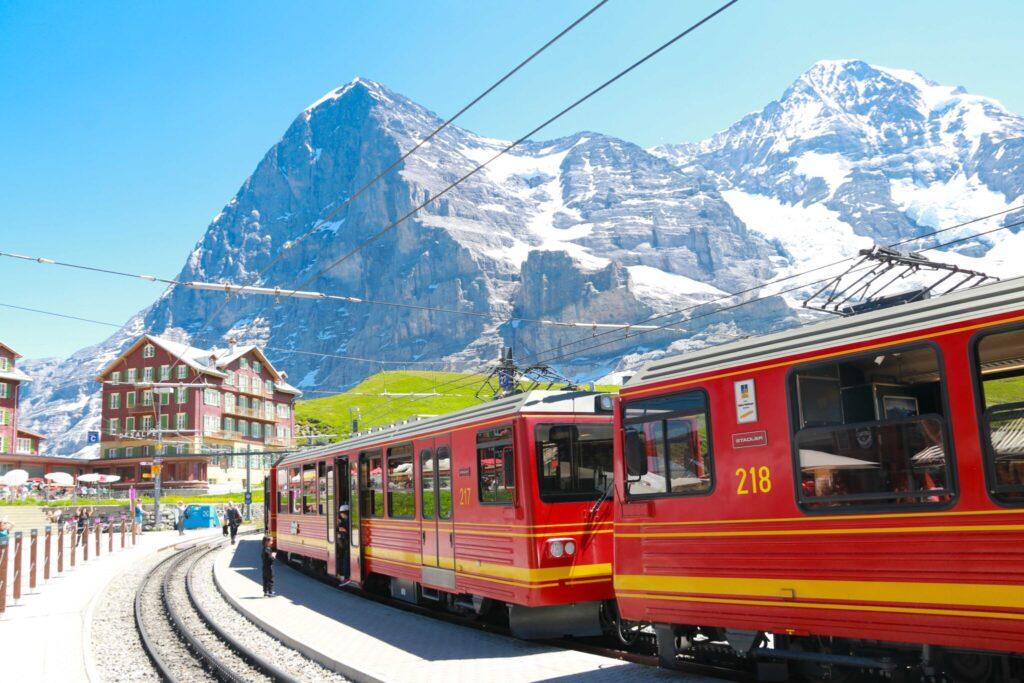 vackra tågresor i Schweiz