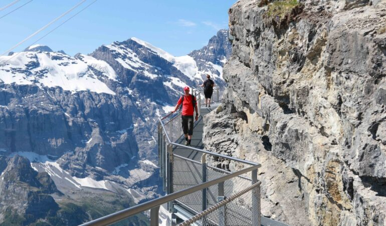 Schilthorn med thrill-walk och roterande restaurang – James Bond-berget i Schweiz