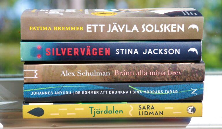 De här böckerna läser jag i sommar