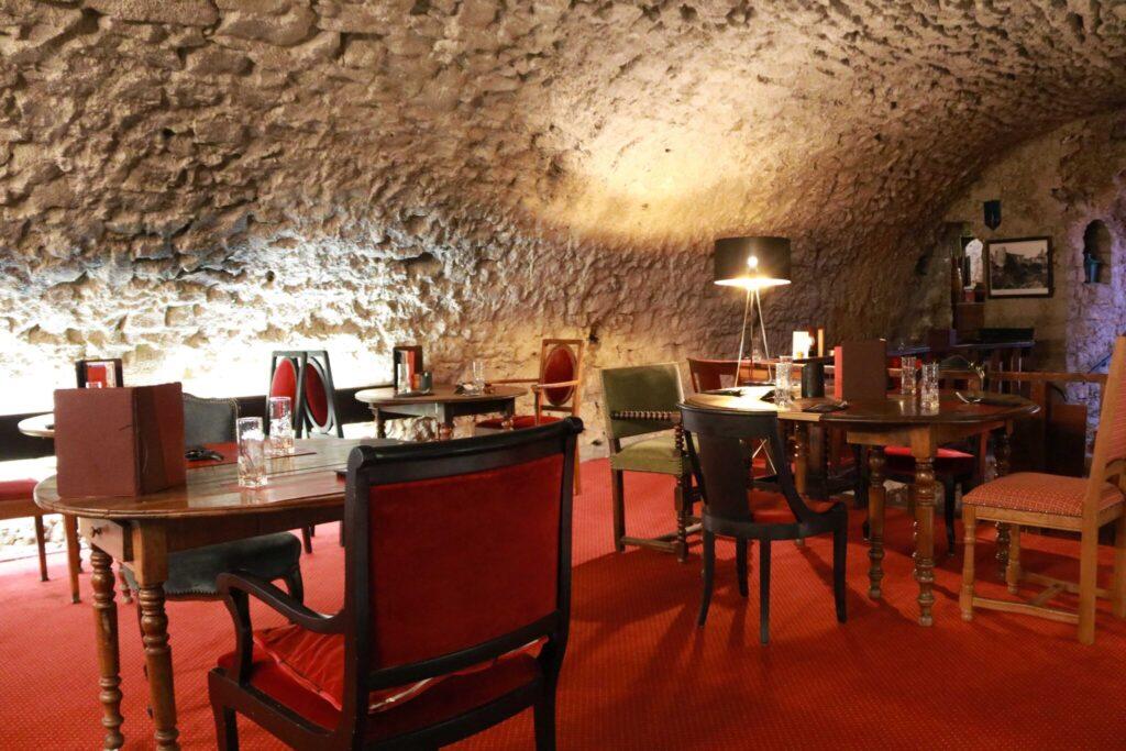 bo på slott i Provence