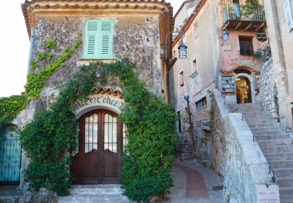 Var ska man bo längs Franska Rivieran Eze