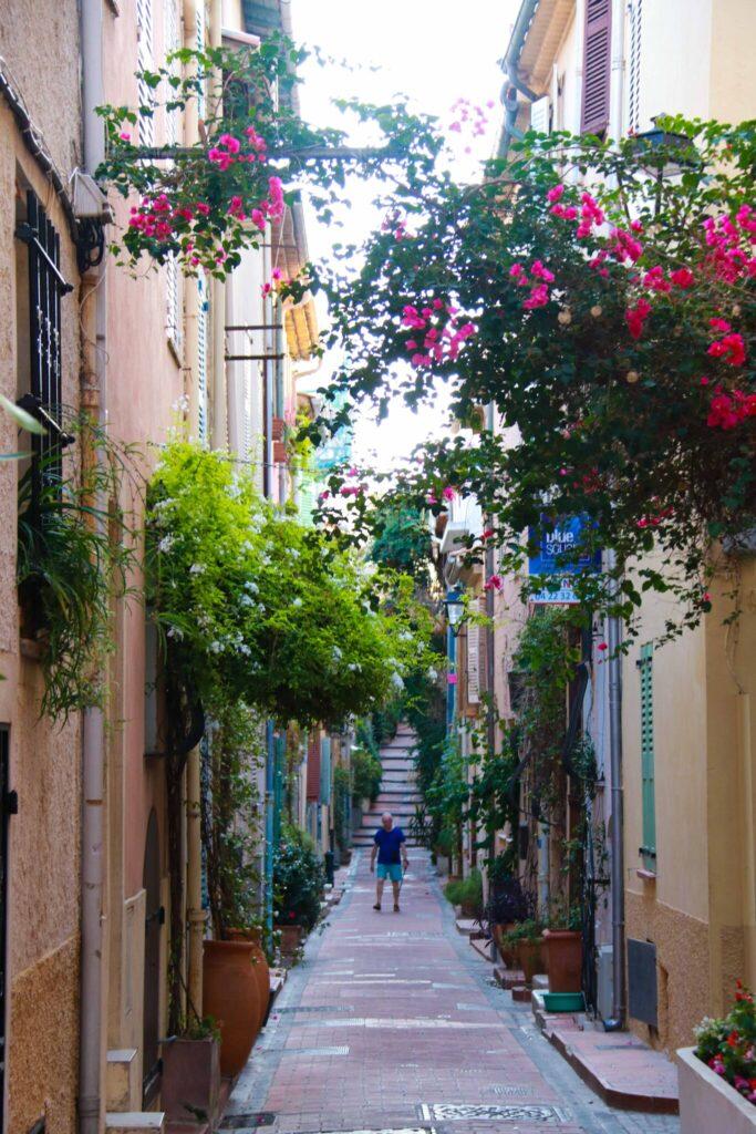 Var ska man bo längs Franska Rivieran Antibes