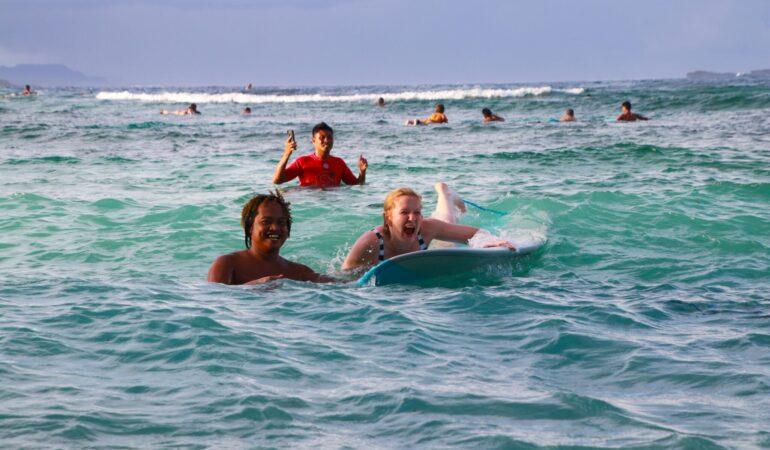 Att prova att surfa på Siargao Filippinerna – och hur det gick för mig