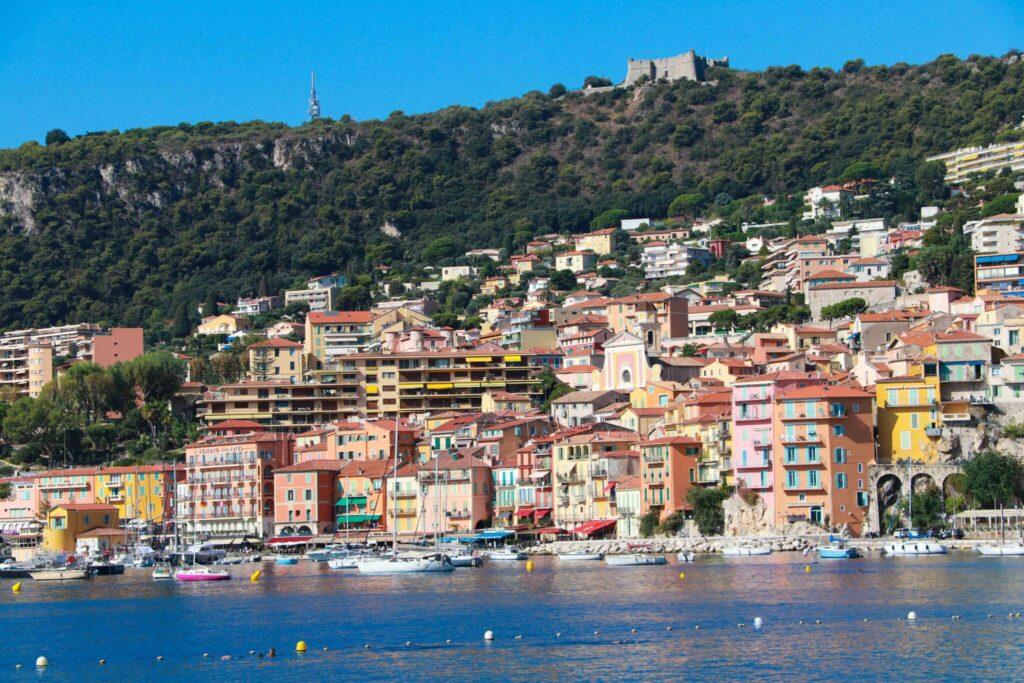Var ska man bo längs Franska Rivieran