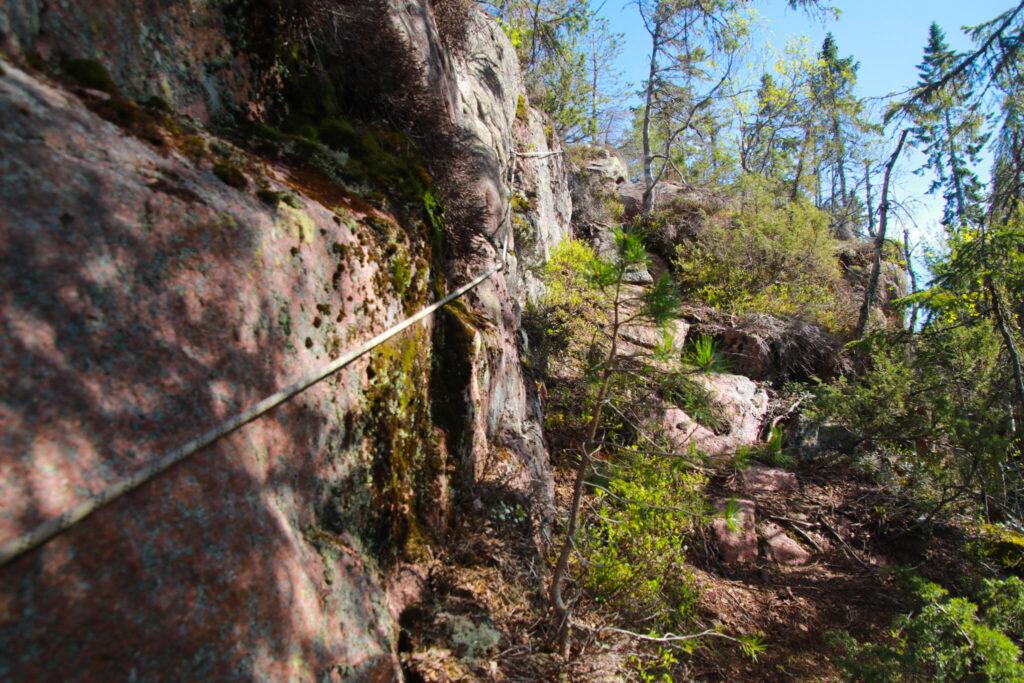 Högklinten mot grottan